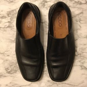 Ecco Black loafers size 43-gently used condition